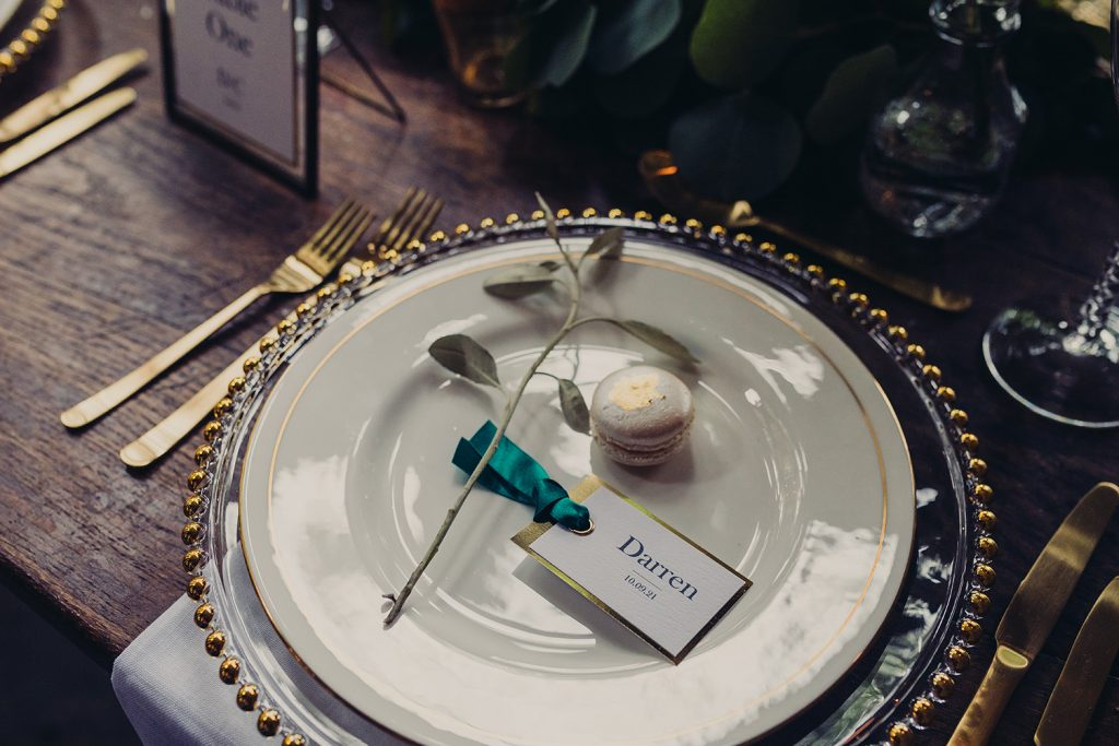 wedding planning plate place tag gold foil edge green ribbon gold leaf macaron leaf sprig
